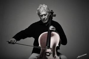 W.mit rotem Cello